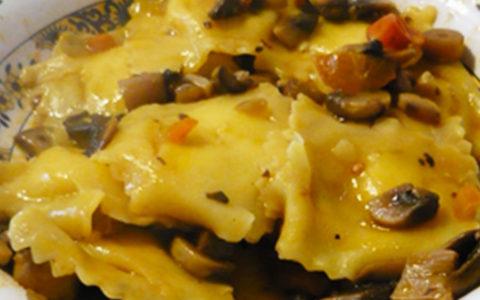 Salsa di funghi champignon