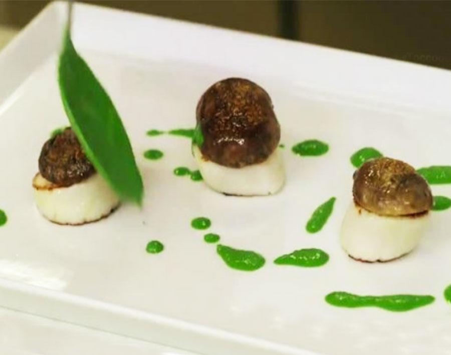 Capesante con funghi porcini e salsa di prezzemolo (Antonino Cannavacciuolo)